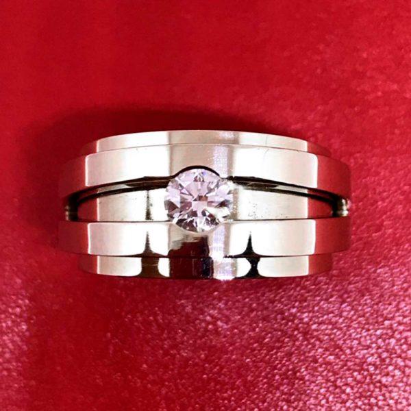 Кольцо обручальное золото с фианитом 1