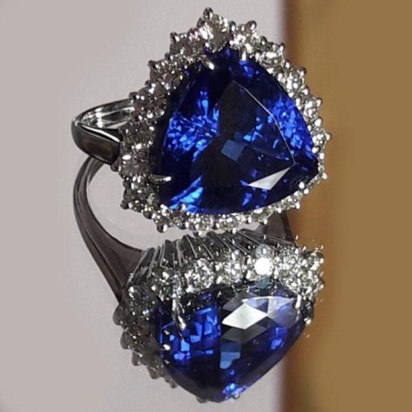 кольцо с танзонитом в белом золоте