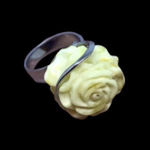 кольцо балтийский белый янтарь chanel