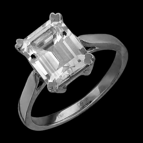 Кольцо в белом золоте с топазом