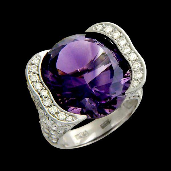 Кольцо в белом золоте с аметистом и бриллиантами
