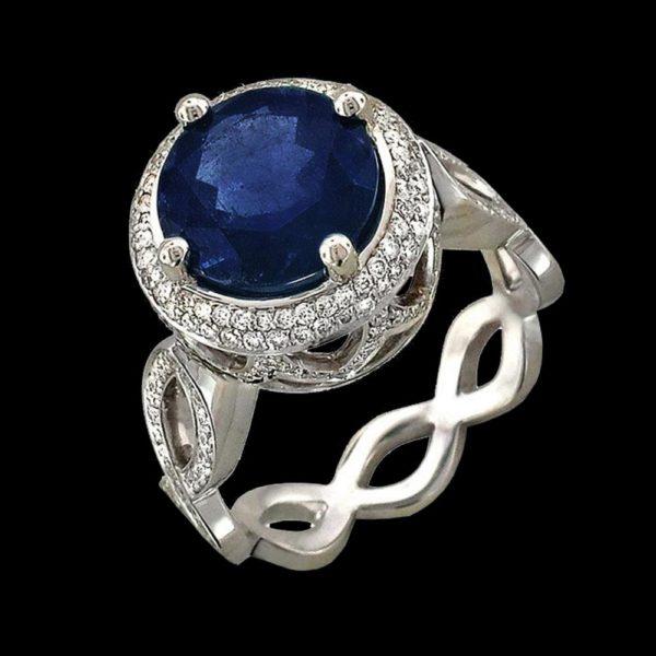 Кольцо с сапфиром и бриллиантами в белом золоте