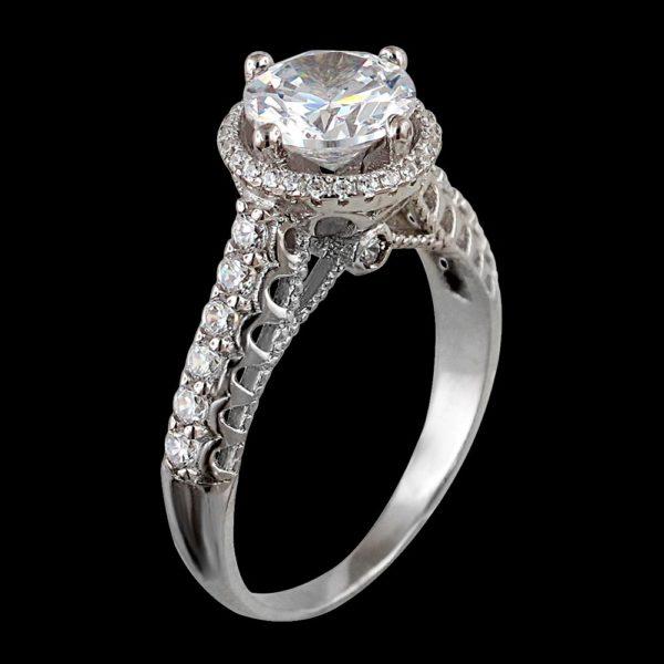 Помолвочное кольцо с фианитами