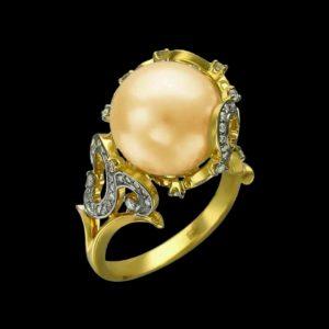 Кольцо в желтом золоте с бриллиантами и жемчугом