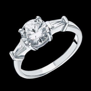 Помолвочное кольцо с фианитом