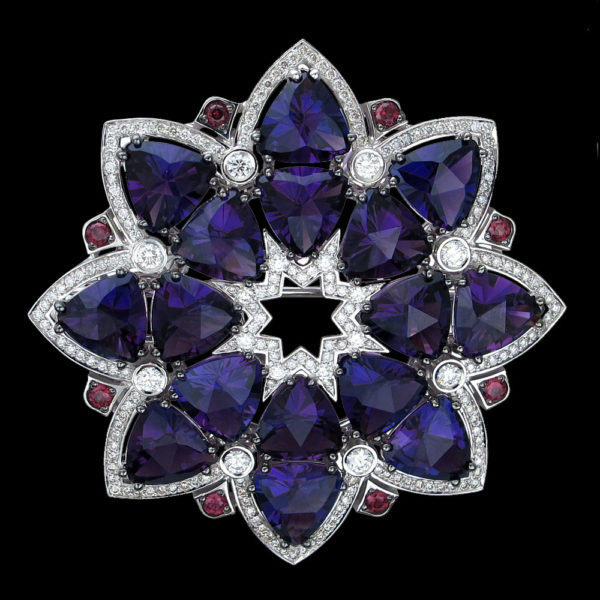 Брошь с аметистами родолитами и бриллиантами
