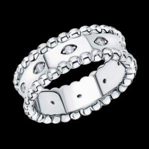 Кольцо с фианитами в белом золоте