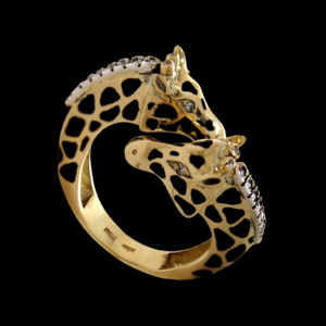 Кольцо в желтом золоте с фианитами и эмалью