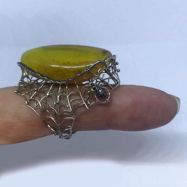 Кольцо янтарь в белом золоте с бриллиантами
