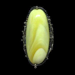 Кольцо с черными бриллиантами и янтарем
